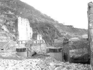 图3-4 古城水库导流槽遗址