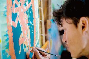正在绘制唐卡的艺人