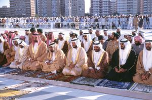 阿拉伯男子穿着传统服装