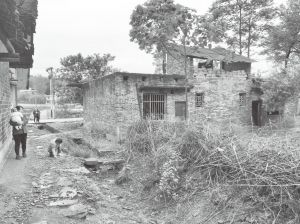 图1-2 长乐村一处破损的民房