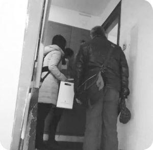 图1 李老师陪同入户访问