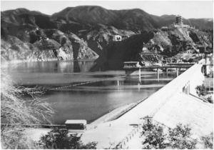 刘家峡水电站于1975年建成,可蓄水57亿立方米,年发电量57亿千瓦时,是中国第一座百万千瓦级水电站