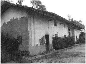 图2 破旧的民居