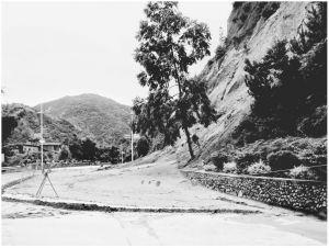 图3-3 暴雨后的公路