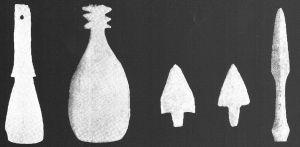 图7-32 红马山遗址出土的骨匕、骨镞