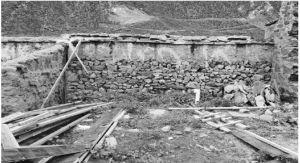 图7 农区墨竹工卡县一村民家的废弃沼气池