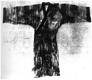 图10 马王堆汉墓出土的素纱  衣