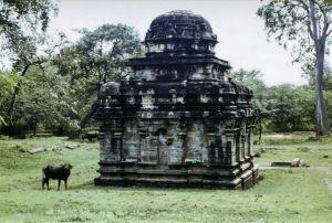 古迹中的小型印度教寺院