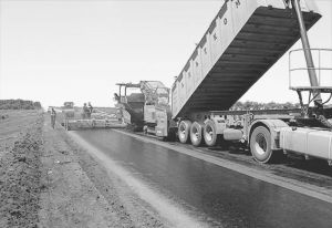 图4-5 土库曼斯坦公路建设康采恩筑路施工现场