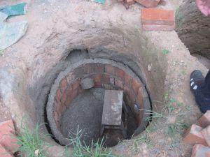 正在修建中的双翁漏斗厕所