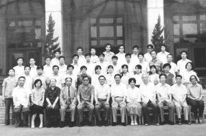 1987年全总领导与劳动保护管理系首届毕业班学员合影