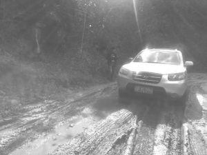 图1-5 雨后驾车驶出河源的路上