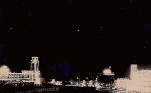 图5 上海跑马场(左侧)及附近夜景(唐振常/摄)