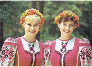 身着民族服装的白俄罗斯姑娘