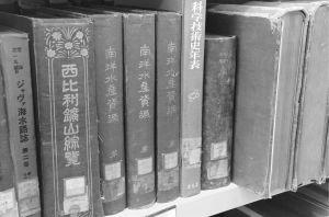 白团书库内收藏的日文军事书籍(作者拍摄)