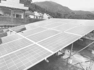 图5-1 蛛岭村贫困户家里屋顶安装的光伏发电装置