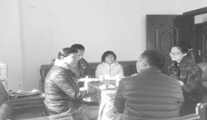 图4-7 同杨家山村第一书记和驻村干部座谈