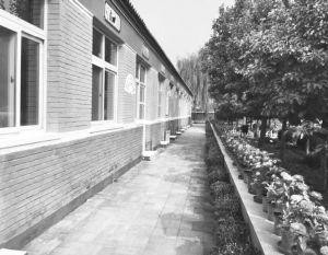 图2-1 北京市某农村中心小学校园外景