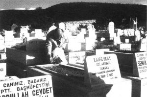 在塔玛玛的墓前