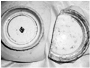 图2-1 放射状的跳刀痕,有缩釉和小棕眼