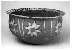 图2-25 绘有原始八角形符号的彩陶盆