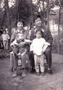 1981年全家福,拍摄于启东县大生镇老宅