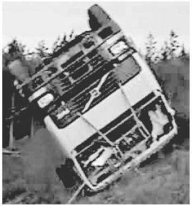 图3 载货汽车翻滚事故