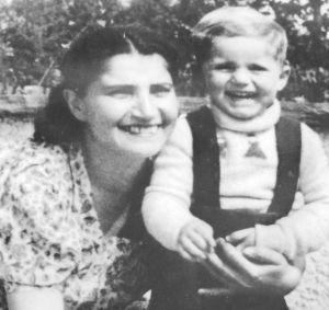 1949年,拉海尔与马克