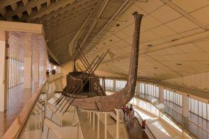 太阳船博物馆里的太阳船