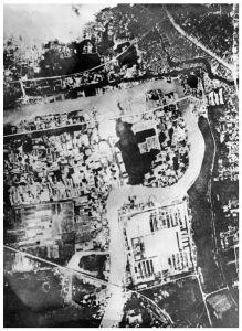 图1-1 日军飞机轰炸南京时航拍的照片