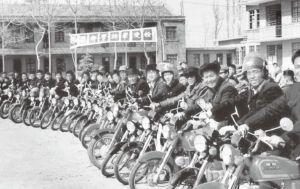 图1-1 20世纪80年代我国某家摩托车厂接受检查的照片