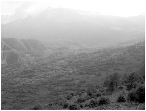 图2 哈巴村的地理概况(笔者拍摄于2009年7月)