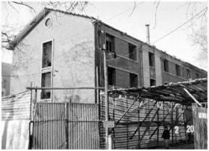 正在拆除的陈旧建筑物