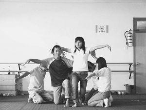 学生参与综合艺术工作坊