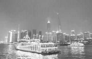 图5 上海浦东新区天际线的夜景(作者摄)