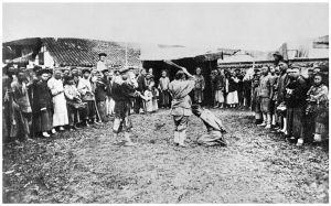 图6-2 清朝同治年间当众处决犯人的场景