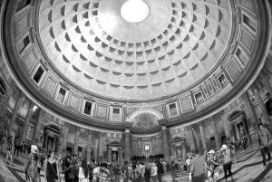图5 采用鱼眼镜头拍摄的万神殿穹顶和圆厅