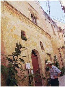 建于13世纪的民房,其楼上的窗户已经是哥德式的