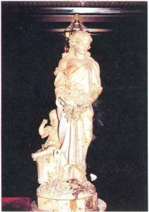 歌剧院内的雕塑